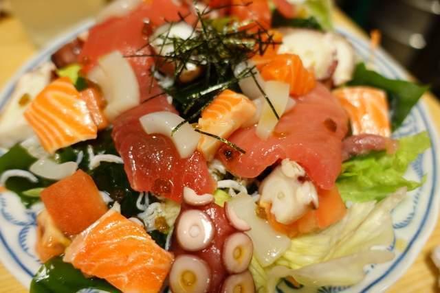 鳥竹の海鮮サラダ