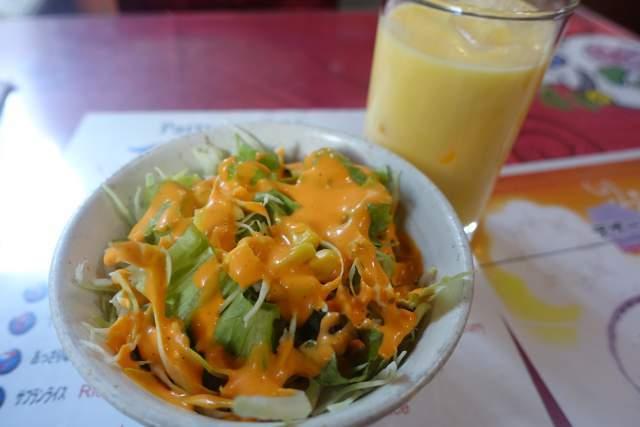 ミランのランチサラダとマンゴーラッシー