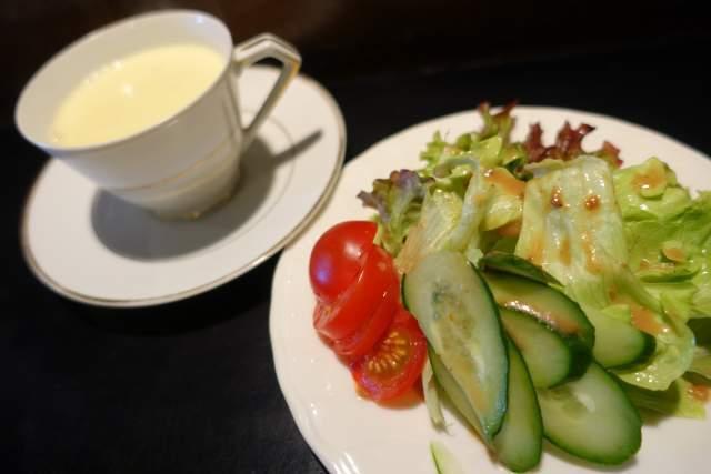壹門のスープとサラダ