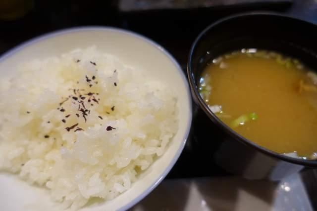 桜のご飯とお味噌汁