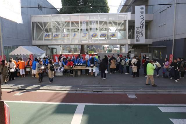 もちつき大会は松沢小学校前で開催