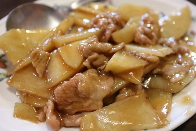皇庭餃子房の豚肉とじゃがいもスライス炒め